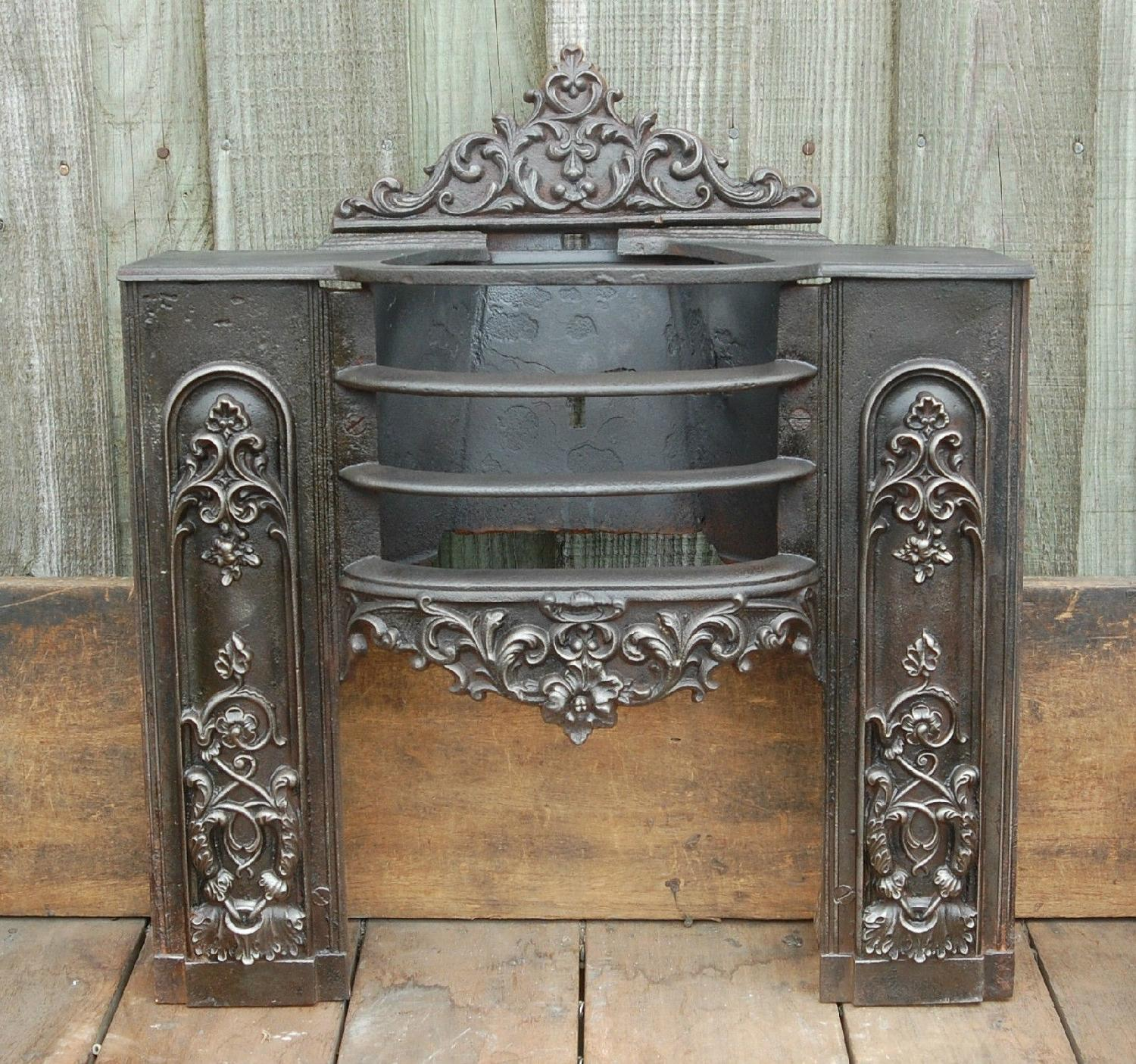FB0001 A Small Decorative Original Georgian Hobgrate Fire