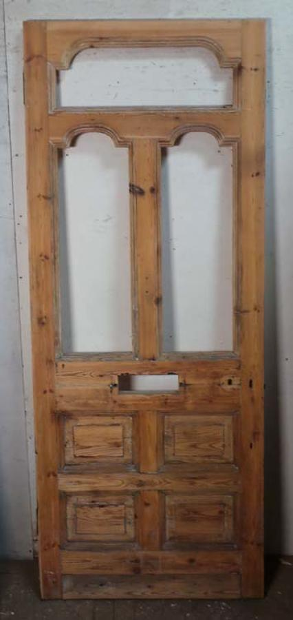 DE0688 A BEAUTIFUL VICTORIAN PINE FRONT DOOR