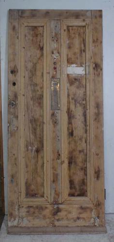 DE0691 A VICTORIAN PINE PANELLED DOOR