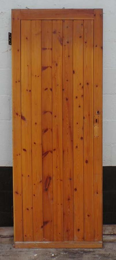 DI0512 ARTS & CRAFTS STYLE FRAMED LEDGE AND BRACE PLANKED DOOR