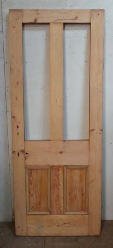 DI0603 A CLASSIC VICTORIAN PANELLED PINE DOOR