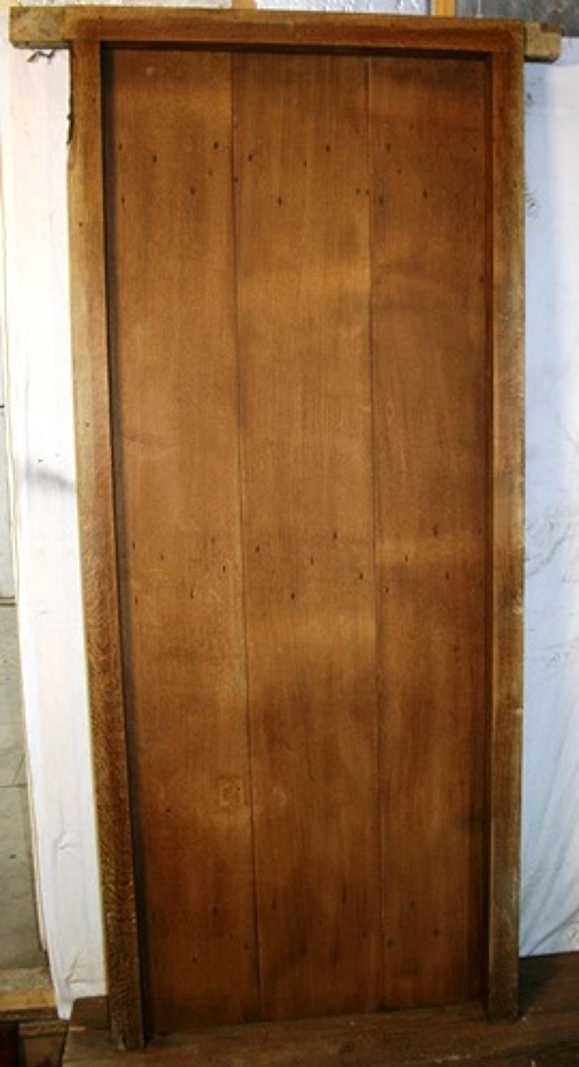 DI0632 An Oak Cottage Door with Frame, Suitable for Internal Use