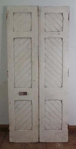 DP0130 FANTASTIC PAIR OF VICTORIAN GOTHIC PINE DOORS
