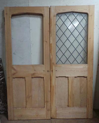 DP0205 PAIR OF VICTORIAN PINE GOTHIC/TUDOR STYLE DOORS