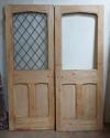 DP0205 PAIR OF VICTORIAN PINE GOTHIC/TUDOR STYLE DOORS - picture 2