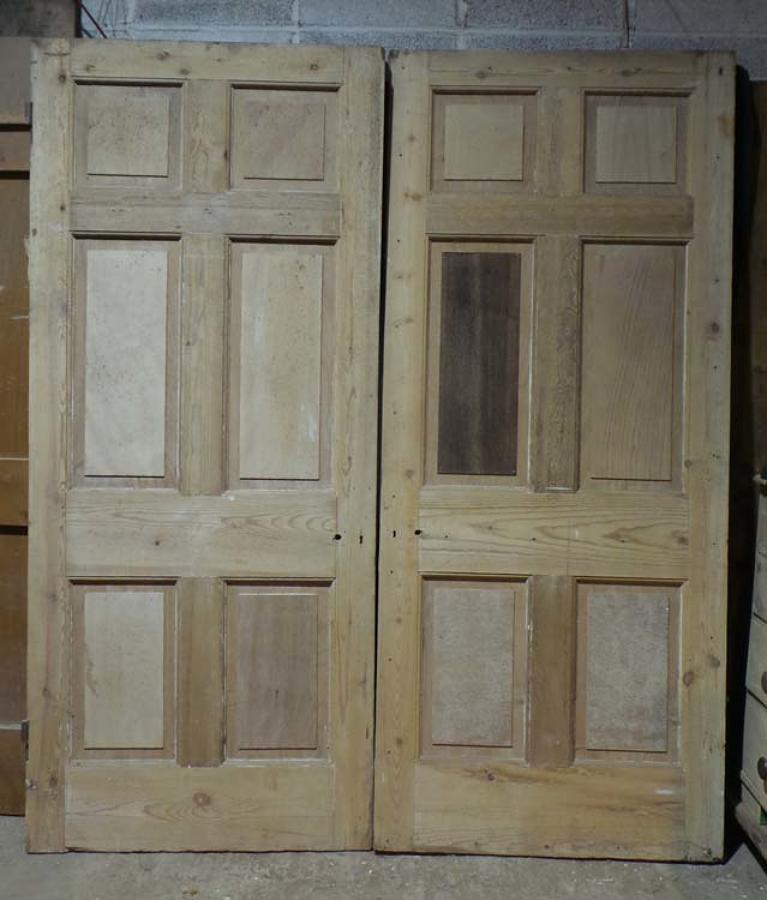 DP0223 LOVELY PAIR OF EDWARDIAN PINE PANELLED DOORS