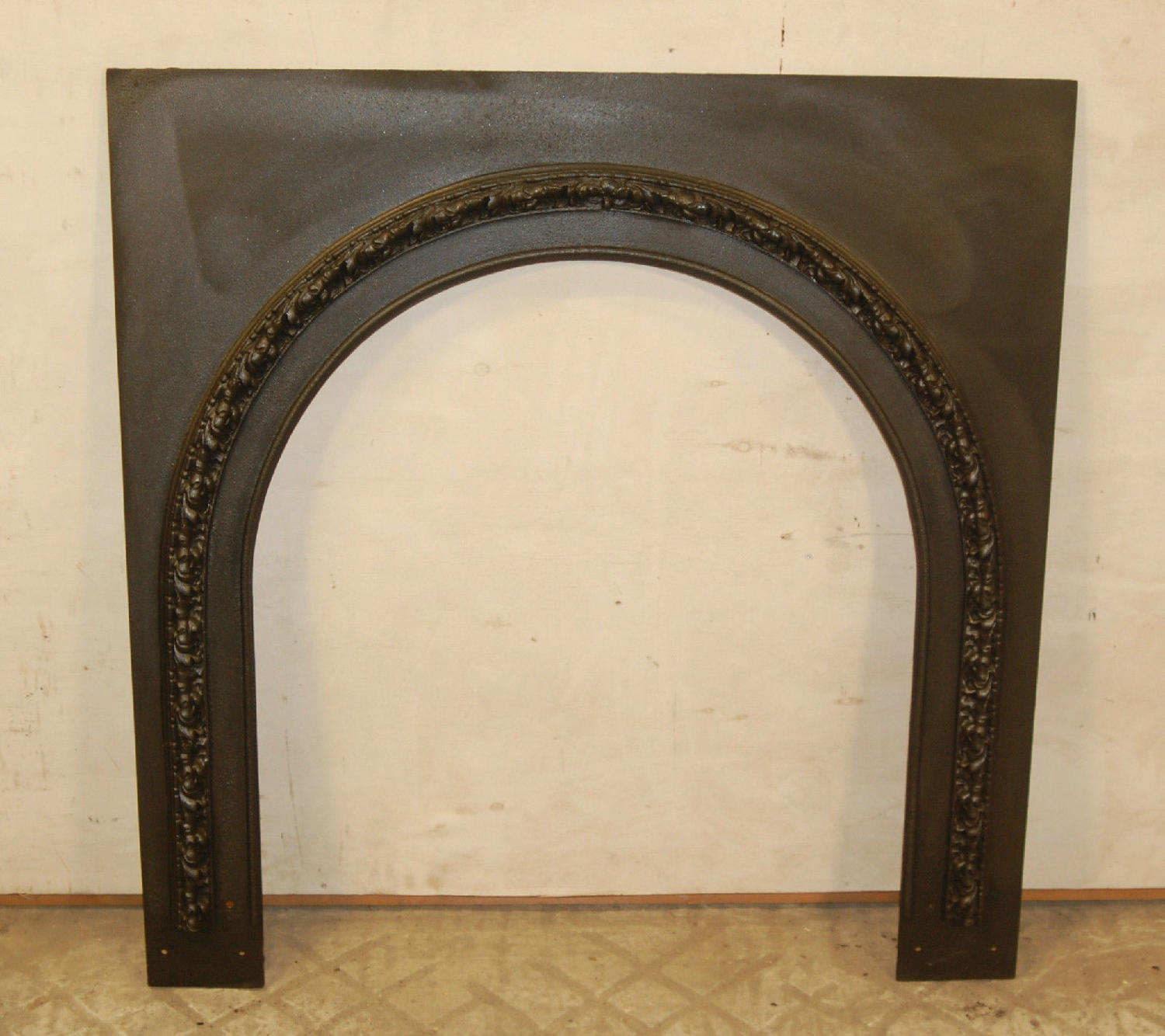 FT0007 A Pretty Antique Arched Cast Iron Fire / Woodburner Trim