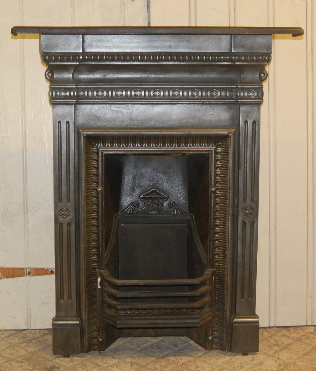 FC0028 A Decorative Victorian Cast Iron Combination Bedroom Fireplace