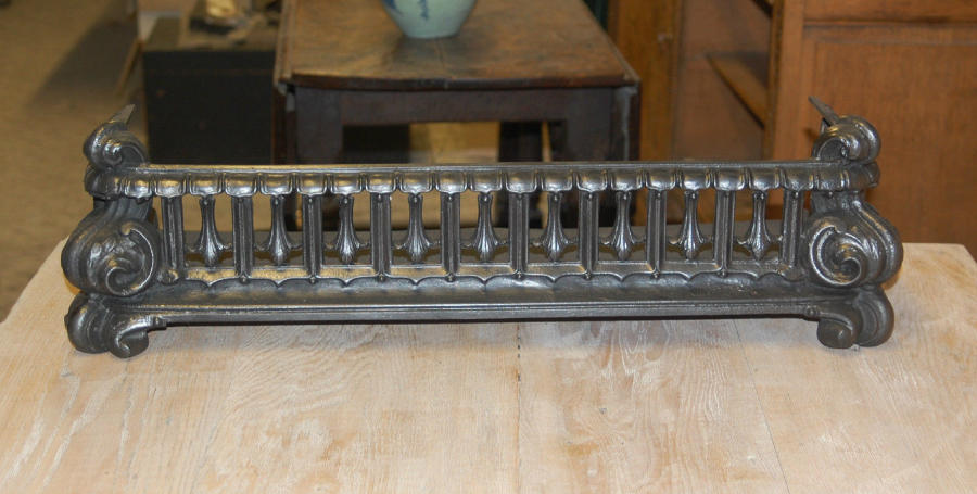 FF0004 A Pretty Victorian Cast Iron Fire Fender with Scroll Design