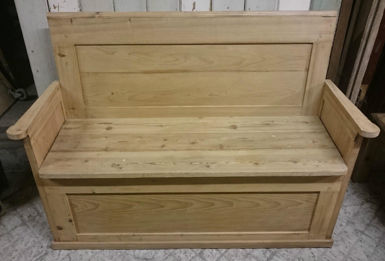 A Rustic Pine Pew with Storage Upcycled From Pine Doors ref 914