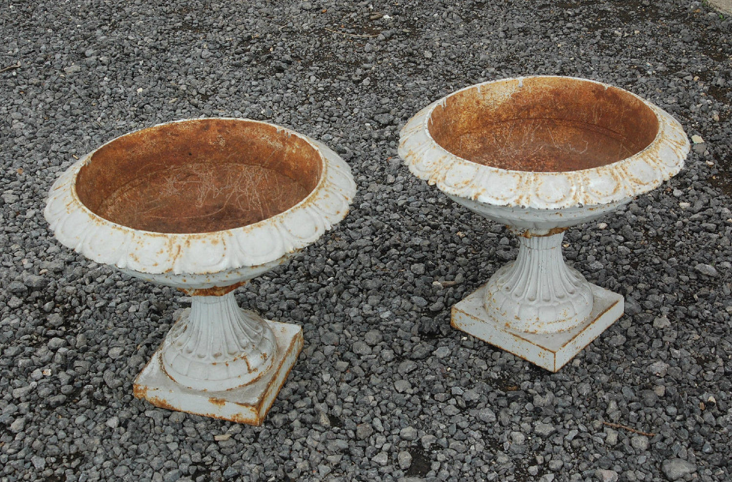 Pair Of Fantastic Cast Iron Reclaimed Shabby Chic Garden Urns ref 701