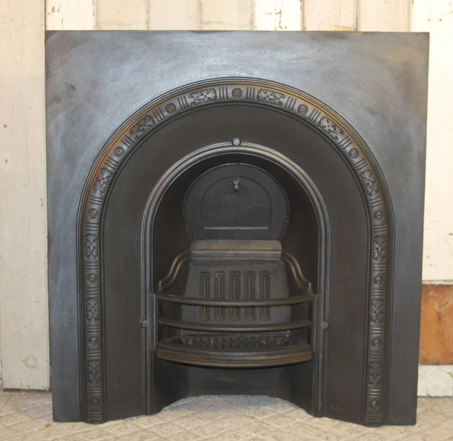 FI0013 A Late Victorian Cast Iron Fire Insert