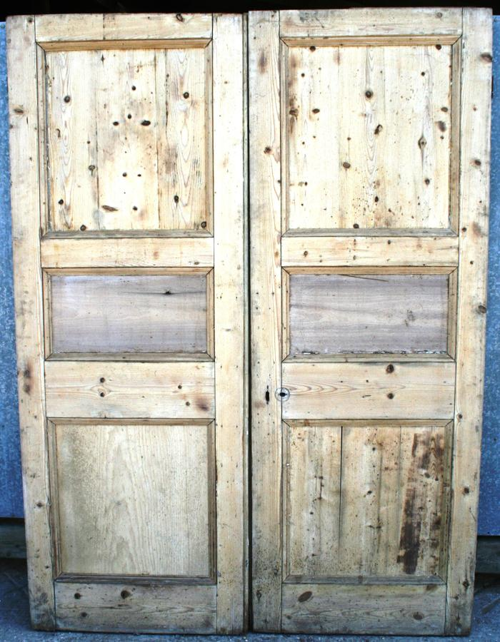 DP0109 A Handsome Pair of Edwardian Pine Doors