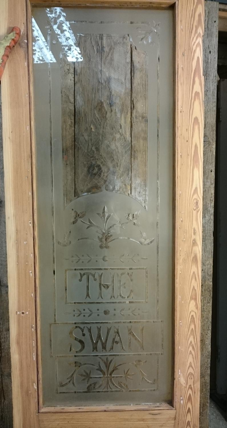 A DECORATIVE VICTORIAN PITCH PINE ETCHED GLASS PANEL