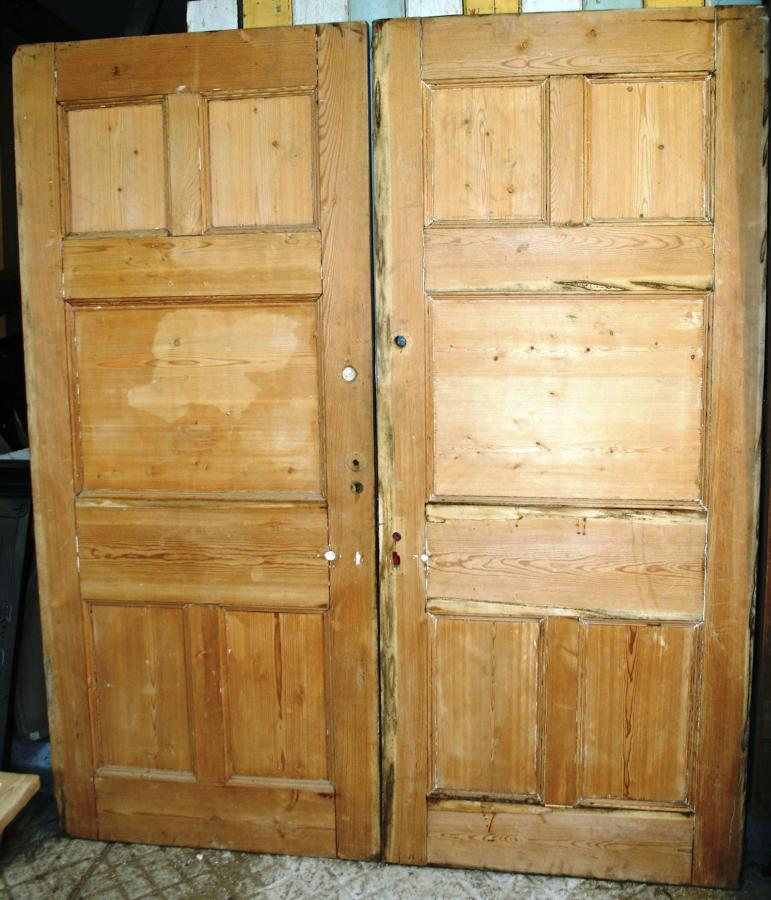 DP0238 A Pair of Pine, Arts & Crafts Doors