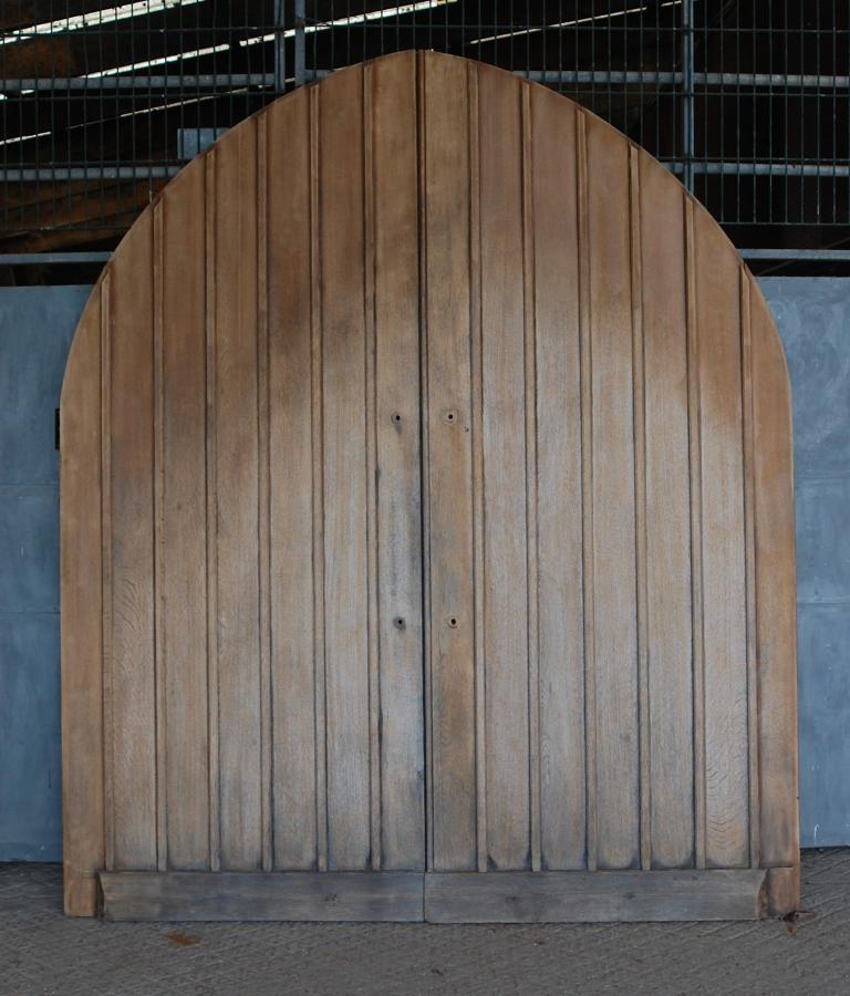 DE0769 PAIR OF SOLID OAK GOTHIC STYLE ARCHED EXTERNAL DOORS
