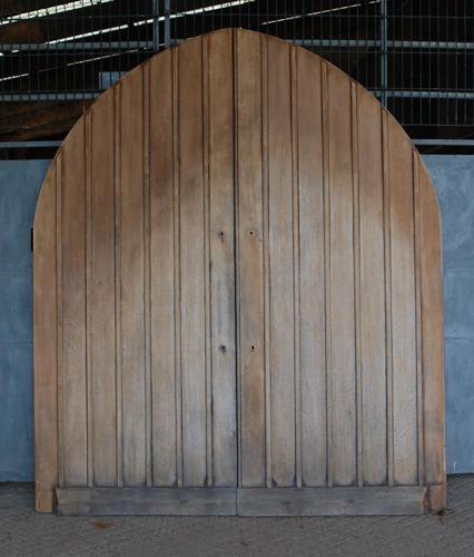DE0769 PAIR OF SOLID OAK GOTHIC STYLE ARCHED EXTERNAL DOORS