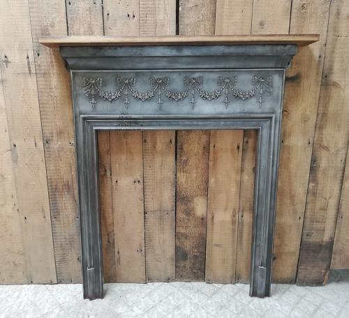 FS0041 A DECORATIVE VICTORIAN CAST IRON SURROUND WITH CHESTNUT MANTEL