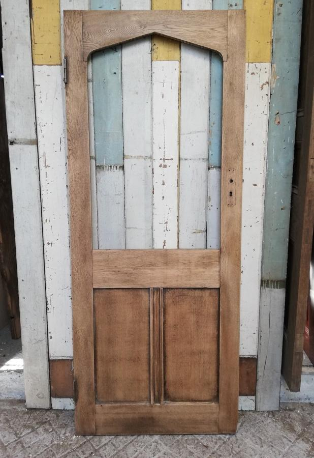 DB0643 AN ARTS AND CRAFTS GOTHIC STYLE OAK DOOR