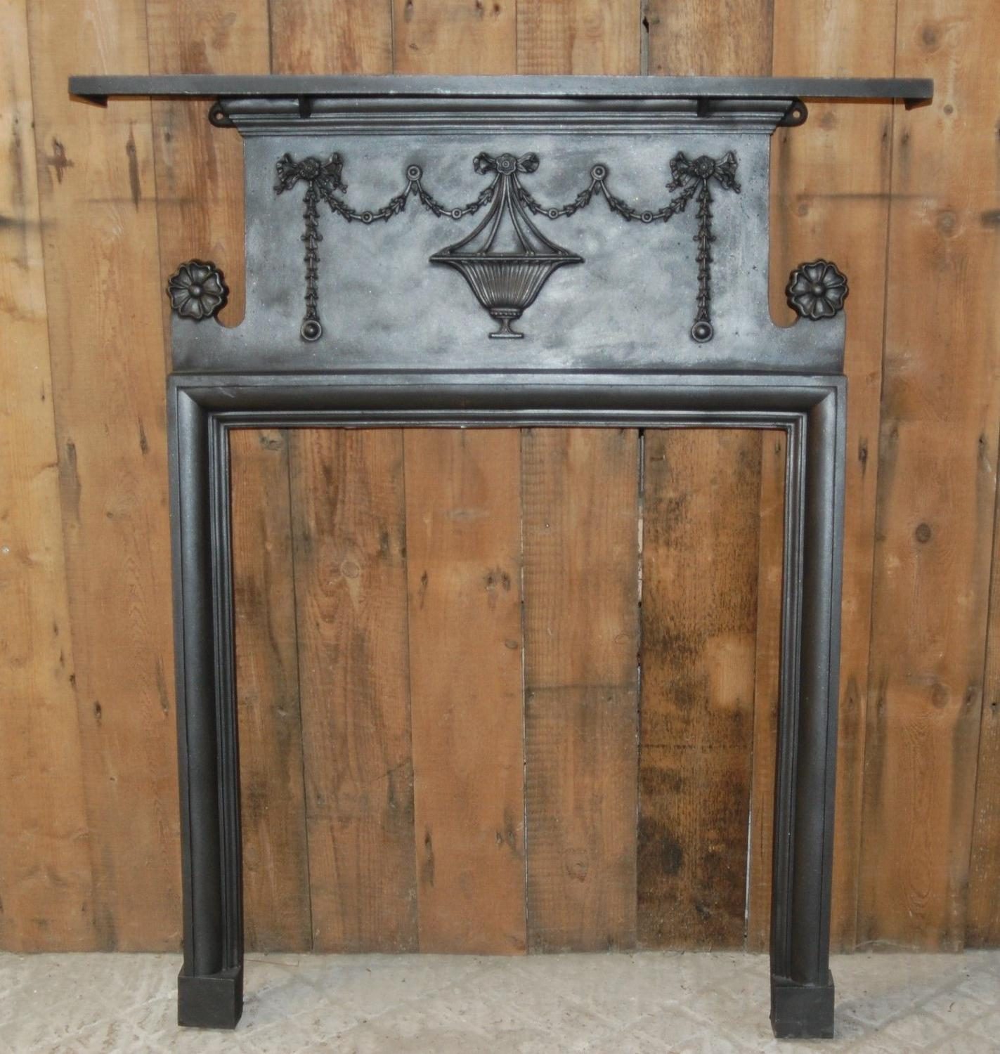 FS0040 A DECORATIVE ANTIQUE EDWARDIAN CAST IRON FIRE SURROUND C.1905
