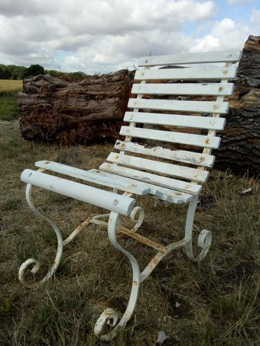 M1184 AN ANTIQUE VICTORIAN PAINTED WOOD AND WROUGHT IRON GARDEN CHAIR