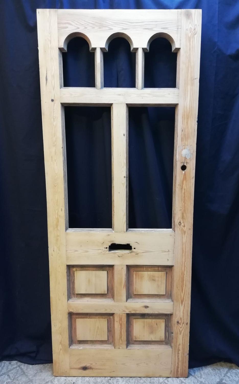 DE0787 PINE VICTORIAN FRONT DOOR WITH ARCHED GLAZING PANELS