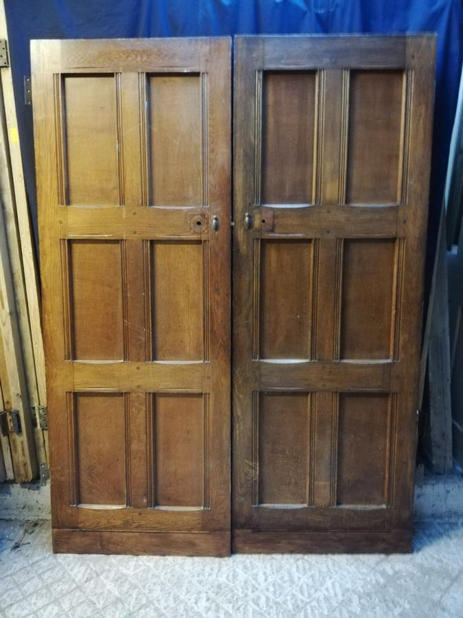 DP0255 A PAIR OF OAK ARTS AND CRAFTS INTERNAL DOORS