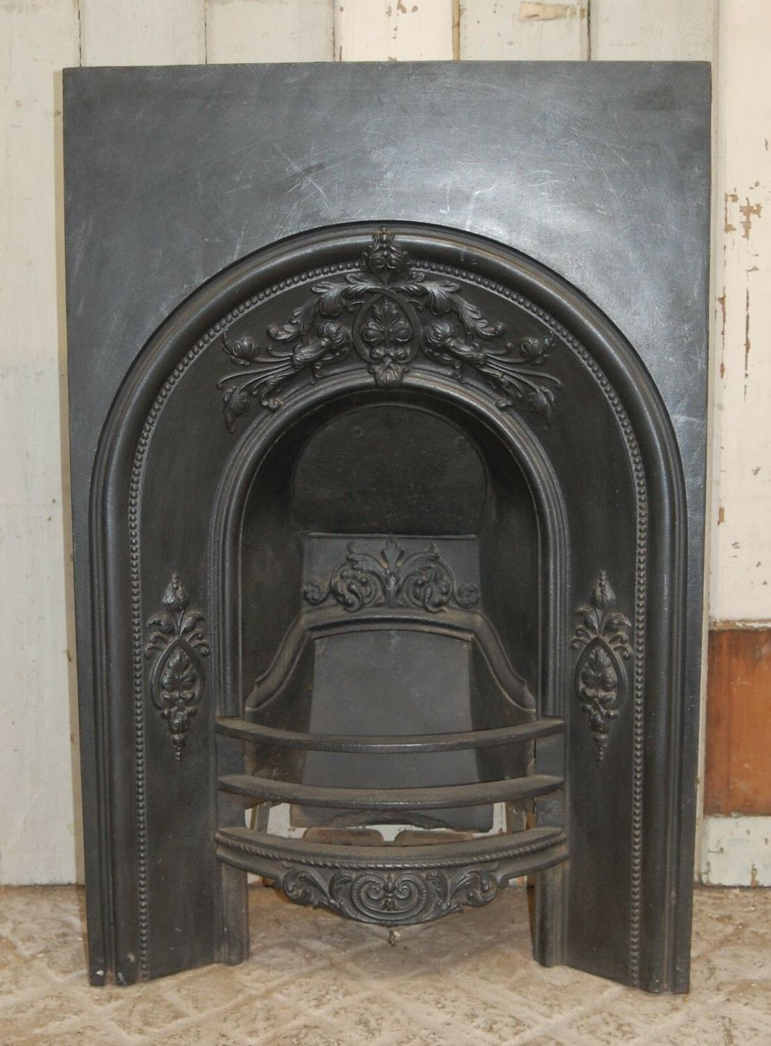 FI0024 AN ANTIQUE VICTORIAN CAST IRON BEDROOM FIRE INSERT