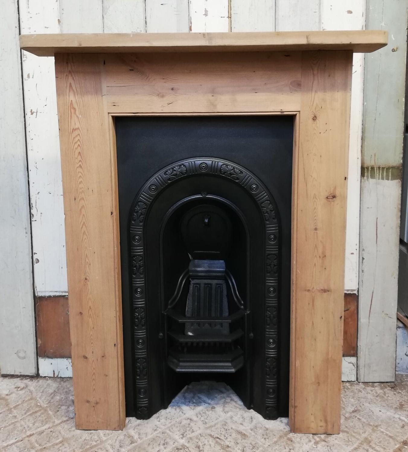 FI0020 VICTORIAN CAST IRON BEDROOM FIRE INSERT AND PINE SURROUND
