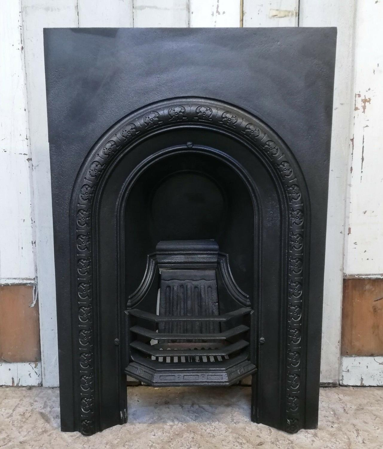 FI0027 SMALL ANTIQUE VICTORIAN CAST IRON BEDROOM FIRE INSERT