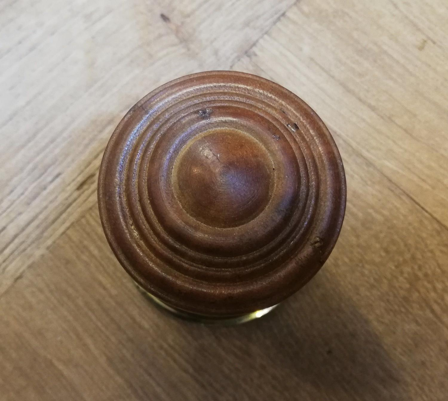 M1253 A PAIR OF MODERN DECORATIVE HARDWOOD DOOR KNOBS