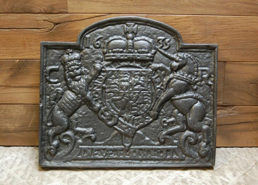 FB0037 A LARGE AND HEAVY DECORATIVE REPRODUCTION CAST IRON FIRE BACK