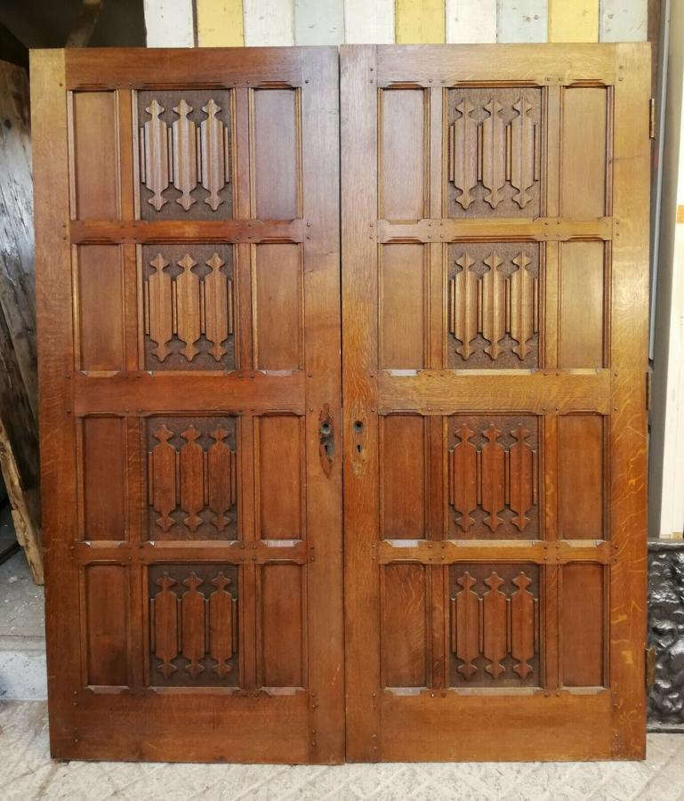 DP0261 PAIR OF HEAVY RECLAIMED ARTS AND CRAFTS LINENFOLD DOORS