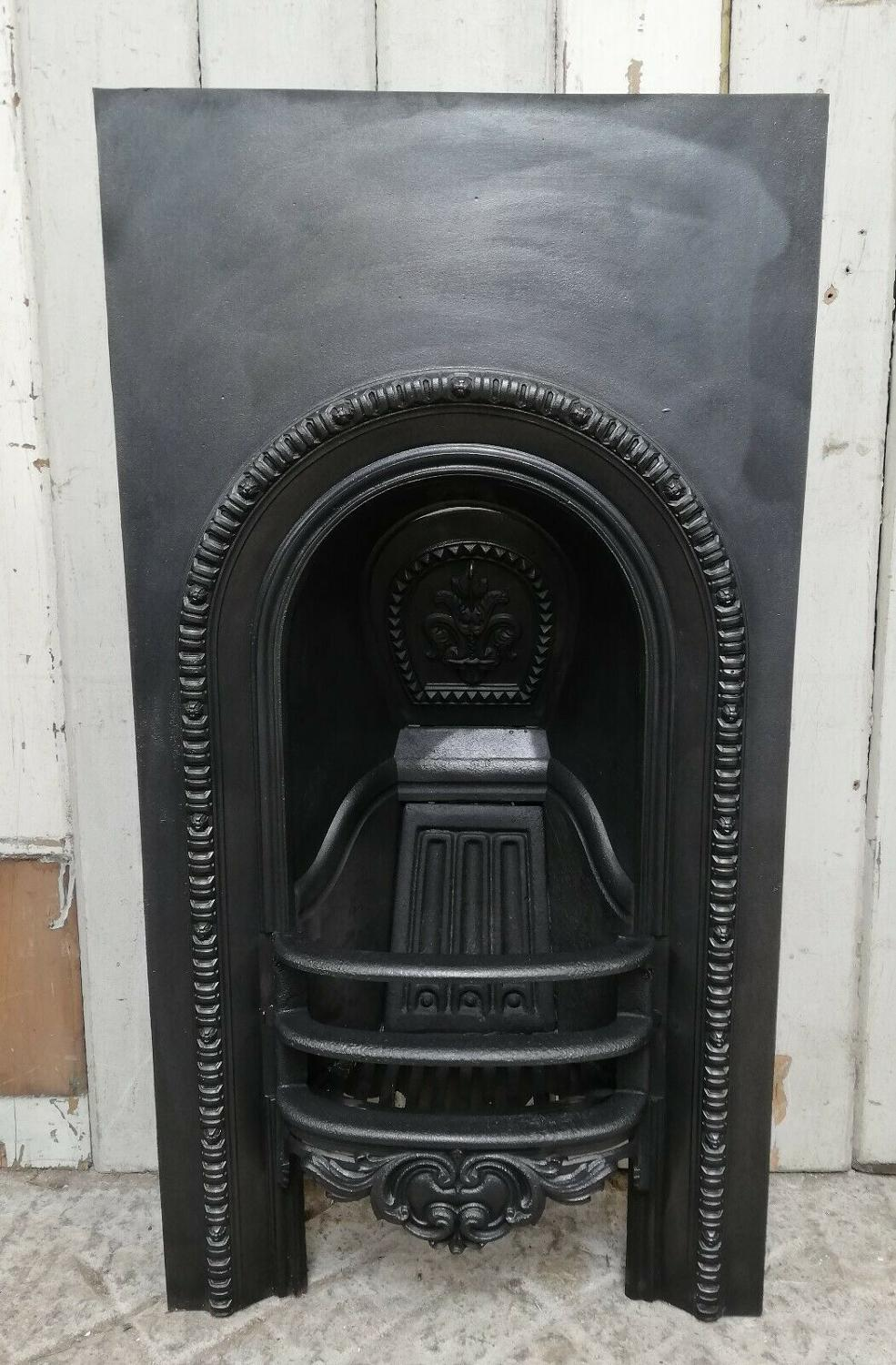 FI0030 AN ANTIQUE VICTORIAN CAST IRON BEDROOM FIRE INSERT