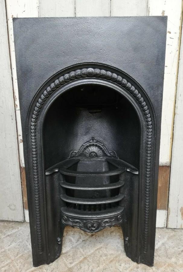 FI0031 AN ANTIQUE GEORGIAN CAST IRON BEDROOM FIRE INSERT