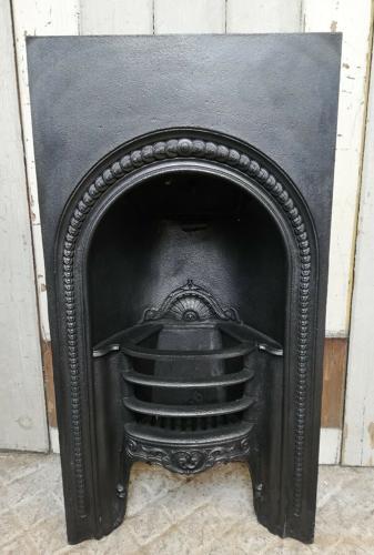 FI0031 AN ANTIQUE GEORGIAN CAST IRON BEDROOM FIRE INSERT