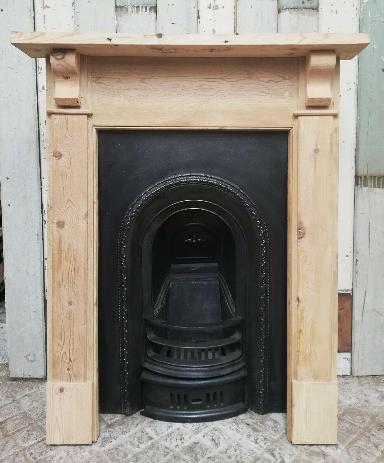FS0065 A VICTORIAN CAST IRON FIRE INSERT AND RECLAIMED PINE SURROUND