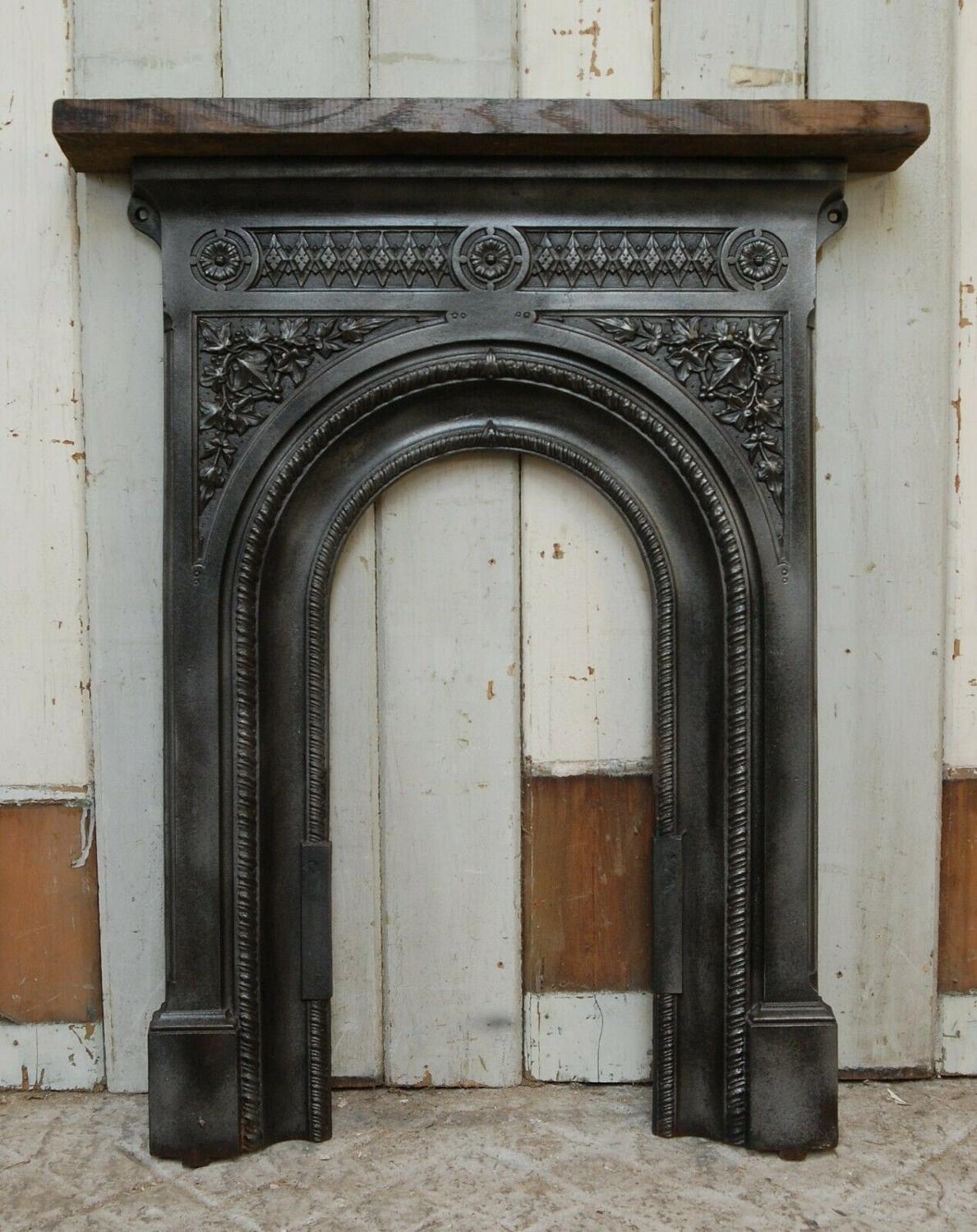 FT0013 VICTORIAN CAST IRON FIRE FRONT / SURROUND WITH OAK MANTEL