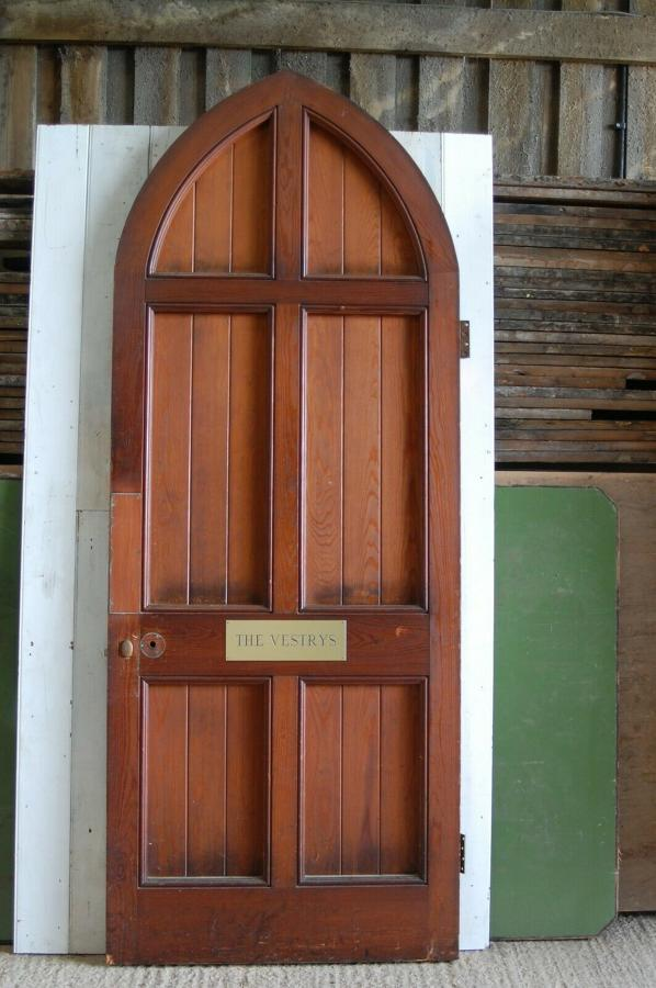 DB0660 ATTRACTIVE RECLAIMED GOTHIC STYLE EX CHURCH PITCH PINE DOOR