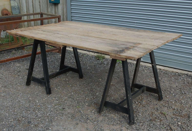 M1298 A GARDEN TRESTLE TABLE RUSTIC OLD OAK DOOR TOP ON WOODEN BASE