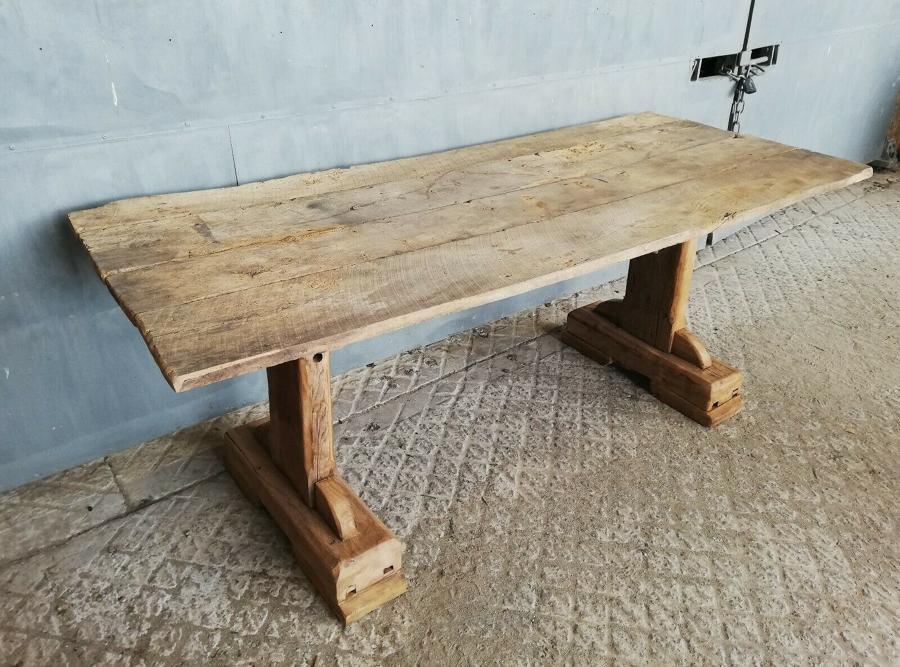 M1299 A RECLAIMED RUSTIC CHUNKY OAK / ELM GARDEN TABLE