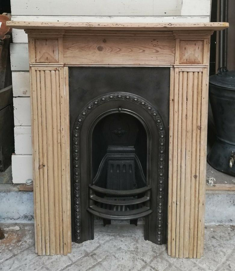 FC0057 VICTORIAN CAST IRON FIRE INSERT & RECLAIMED PINE FIRE SURROUND