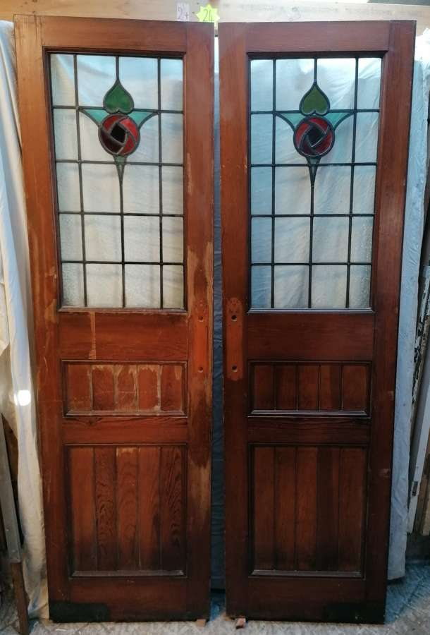 DP0270 PAIR OF RECLAIMED PITCH PINE STAINED GLASS INTERNAL DOORS