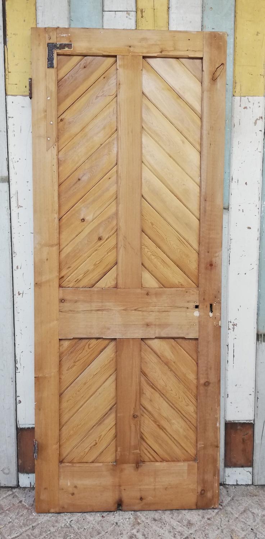 DI0689 A RECLAIMED STRIPPED PINE INTERNAL CHEVRON DOOR