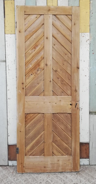 DI0690 A RECLAIMED STRIPPED PINE INTERNAL CHEVRON DOOR