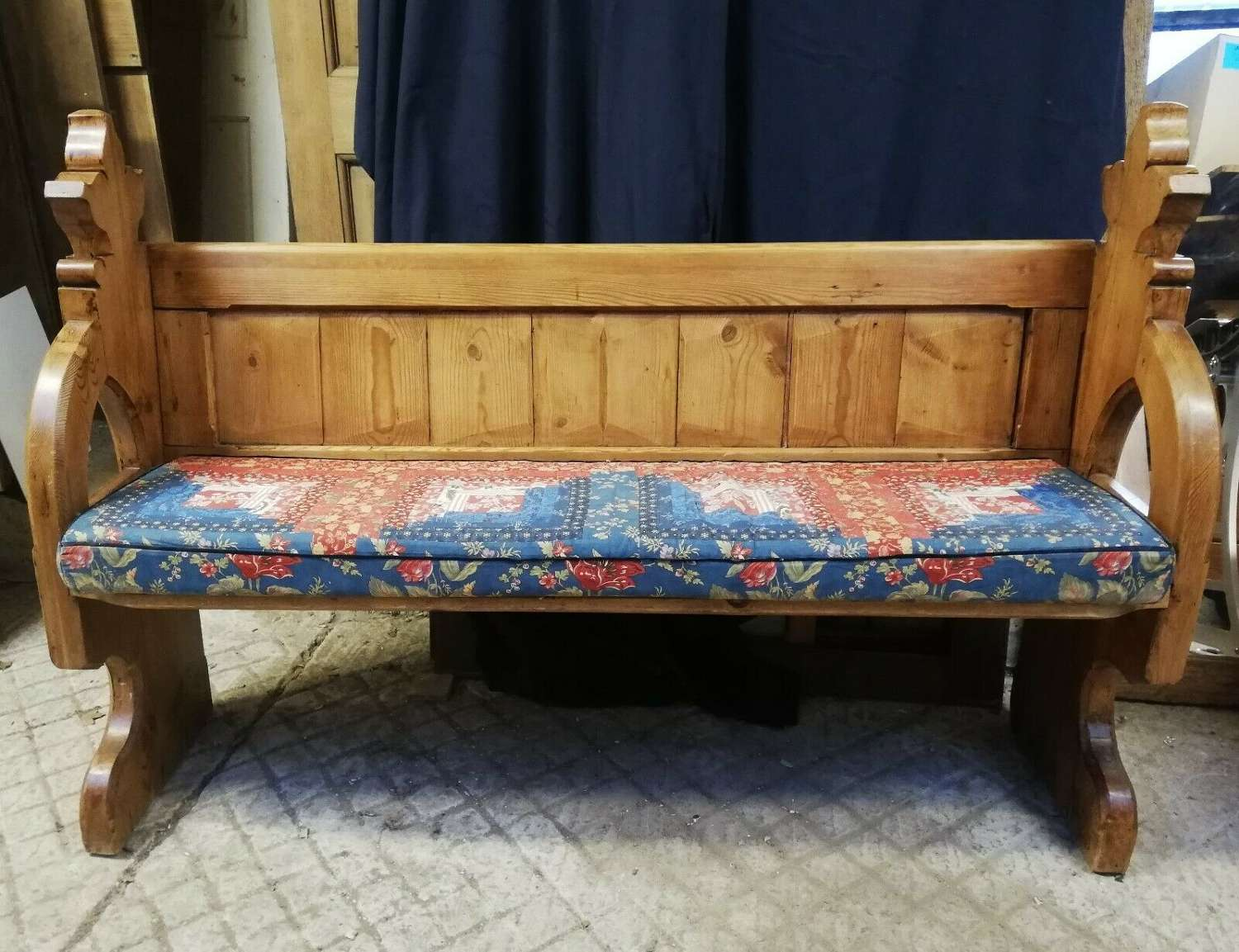 M1318 AN ATTRACTIVE RECLAIMED PINE CHURCH PEW WITH CUSHION