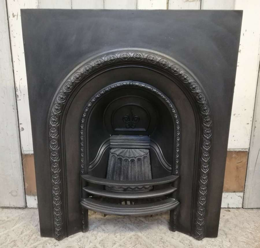 FI0041 DECORATIVE EARLY / MID VICTORIAN CAST IRON FIRE INSERT