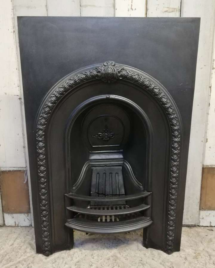 FI0042 A DECORATIVE RECLAIMED VICTORIAN CAST IRON BEDROOM FIRE INSERT