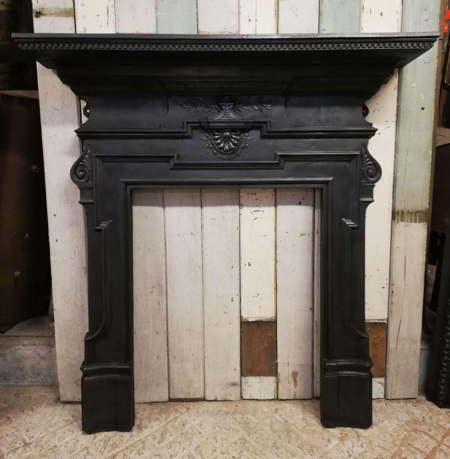 FS0086 AN ORNATE VICTORIAN CAST IRON FIRE SURROUND FOR WOOD BURNER