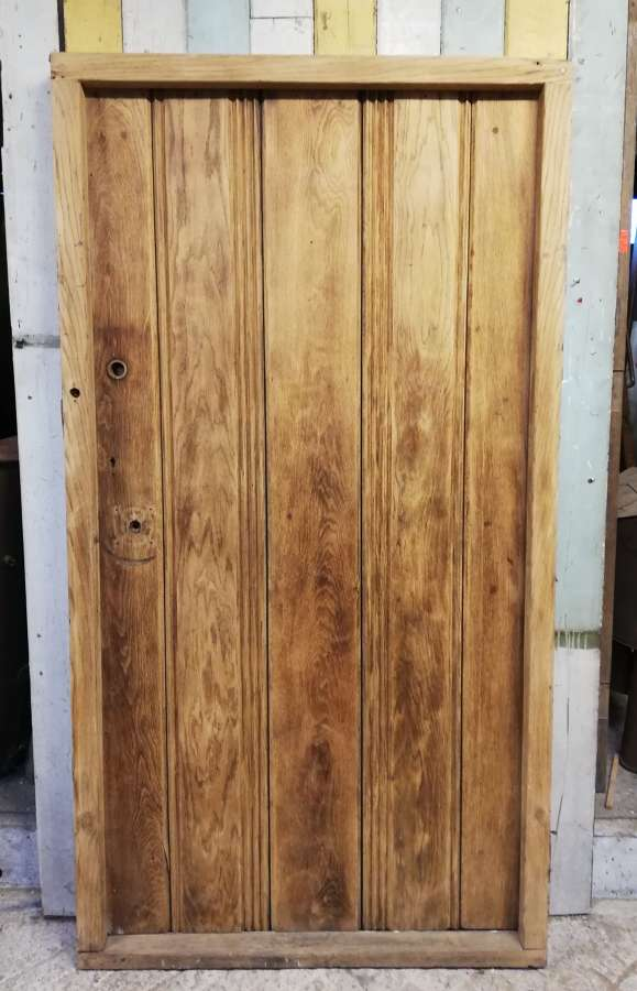 DE0823 A RECLAIMED STRIPPED OAK PLANK FRONT DOOR AND FRAME